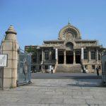 元旦の初詣は東京の築地本願寺で除夜の鐘をつきに行く