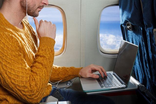 飛行機へのパソコン持ち込み台数は